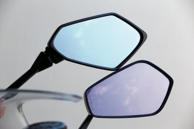 画像: レイセーブミラーは特定の波長の光をカットするため鏡面が薄紫色になっている。もちろん新保安基準に適合しているので車検も問題ない。