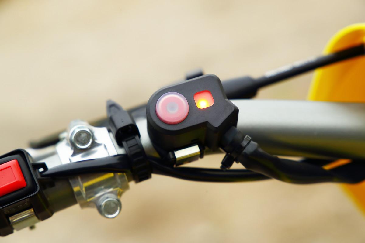 画像: これがその「S-HAC」のスイッチ。見た目はシンプルでも、効果はスゴイのだ。