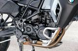 画像: F800シリーズのコンパクトなDOHCパラレルツインは豊かなトルクと振動の少ない、スムーズな吹け上がりが自慢。