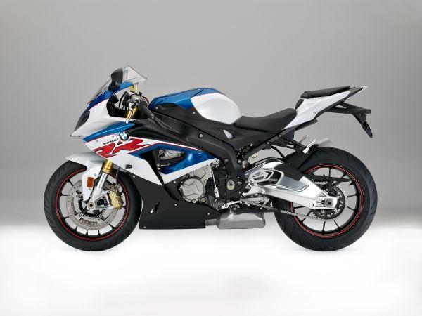 画像: ライト・ホワイト / ルパン・ブルー・メタリック / レーシング・レッドのカラーはメーカー希望小売価格から¥60,000 アップ