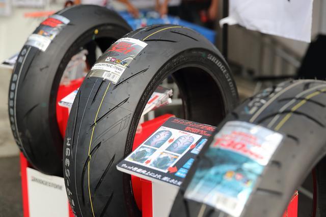 画像: 最新のタイヤが展示されているので自分にあったタイヤを知ることができる。