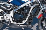 画像: MVX400Fから発展した水冷V3エンジン。GPマシン・NS500は前方に1気筒、後方に2気筒という配置だが、NS400Rは逆に前方に2気筒、後方に1気筒となっているのが大きな相違点。