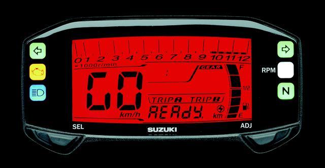 画像: メーターはコンパクトなフル液晶のデジタルメーターで、時計やギアポジションなどの表示機能も備えている。イグニッションをONにすると、オープニングメッセージとして「READY GO」と表示される、高級車顔負けの演出も用意されている。
