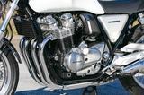 画像: CB1300用エンジンをベースに開発され、6速ミッションも組み込まれている空冷直4エンジンは最高出力などもCB1100RSと共通。シリンダーヘッドがシルバーに塗られているのはEXのみの特徴。