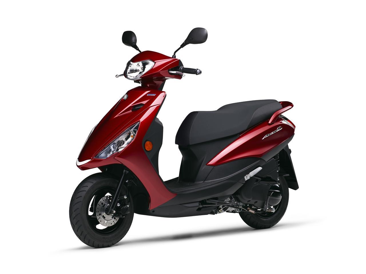 画像2: 燃費良好、ヘルメットの形状次第では2個収納可能!