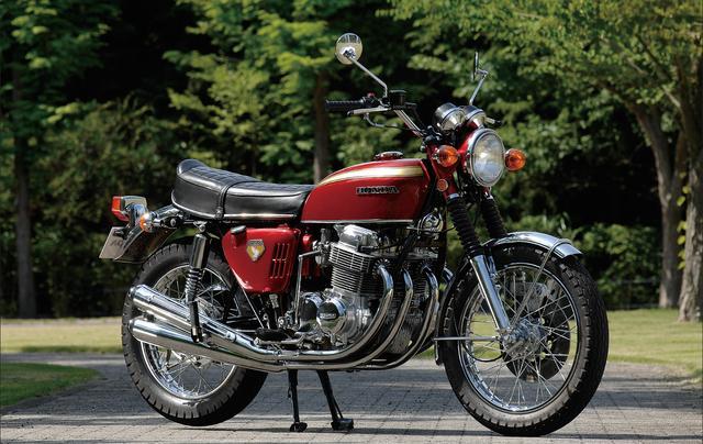 画像: ホンダが世界GP参戦で積み重ねた技術力を結集して1969年にデビュー。直4エンジンを搭載したのも、油圧ディスクブレーキ採用も量産市販車としては世界初。その圧倒的な高性能でライバルを圧倒、現代の大排気量スポーツバイクの方向性を決定づけた、オートバイの歴史に燦然と輝く1台。 ● 空冷4 ストOHC2バルブ並列4 気筒●736㏄ ●67PS/8000rpm●6.1㎏-m/7000rpm●220㎏●3.25-19・4.00-18●38万5000円
