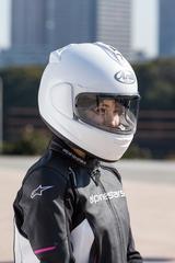画像: 頭頂部に新開発の『デュアルフローダクト』を搭載。エアインテーク部が高い位置にあるため、アップライトなポジションのネイキッド車や大型スクリーン付きのツアラーでも確実なベンチレーション効果が得られる。