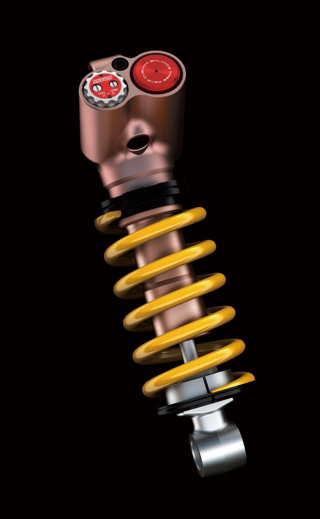 画像: 「R」ではリアサスペンションにも、やはり動作性に優れ細かなセッティングも可能なショーワ製のバランスフリーリヤクッションライトが装着されている。