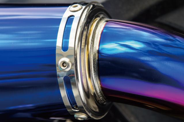 画像: パイプの曲げやバンドやフランジといったアルミパーツの仕上げ、さらには溶接の圧倒的な美しさもアールズギア製品の特徴。これも指名買い対象になっている理由のひとつ。