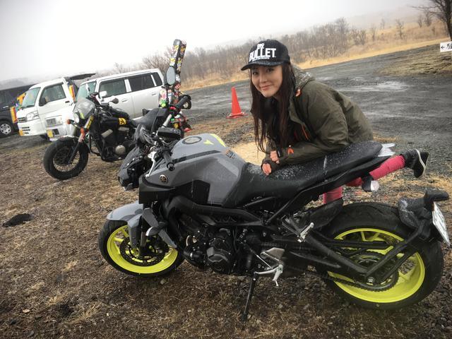 画像: 2014年の登場から、ず〜っと人気者のMT-09。今回のニューモデルは、昨年のミラノショーモーターでも、海外での反応を目の当たりにしました。それから、ずっと気になる、そして好きなバイク。 3気筒エンジンならではのトルク感もあたしは大好き。