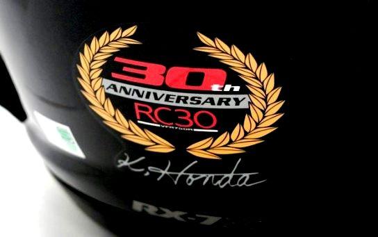 画像: 背面にはRC30の開発責任者本多和郎氏のサイン入り