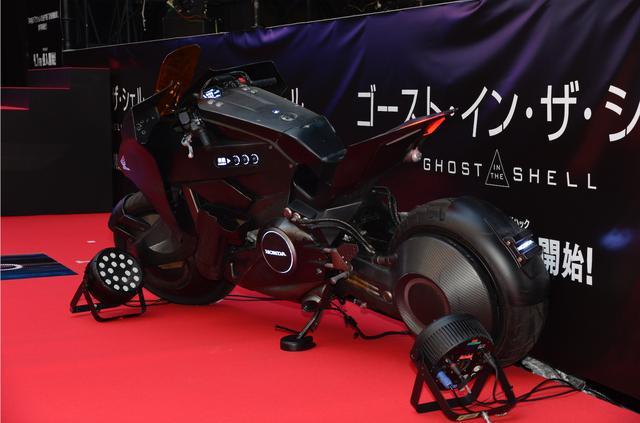 画像1: これがHONDA NM4の進化版!? 映画『ゴースト・イン・ザ・シェル』で 姿を変えたNM4に少佐が乗ってるぞ!