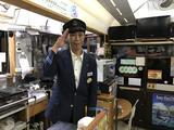 画像: 車掌長の徳弘さん。