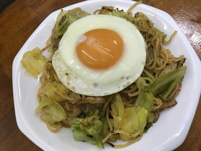 画像: ミーゴレン風焼きそば(650円)。こちらも美味しい。ほんのりピリ辛で食も進みます。