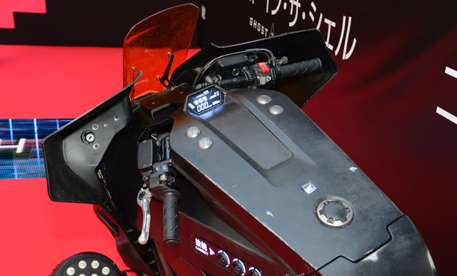 画像2: これがHONDA NM4の進化版!? 映画『ゴースト・イン・ザ・シェル』で 姿を変えたNM4に少佐が乗ってるぞ!