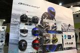 画像: Kabutoブースでは発売予定のソリッドカラー6色が展示されたほか、グラフィックモデルも用意されていた。