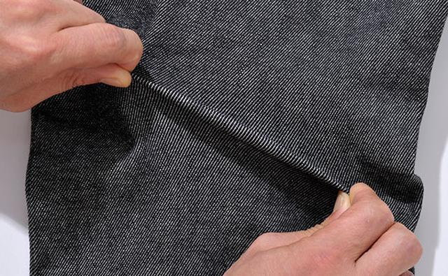 画像: 履きやすさを第一に考え、13ozのストレッチデニムを選定。
