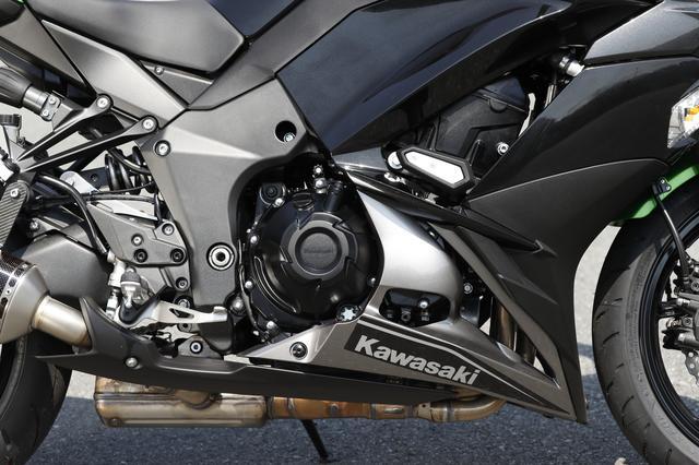 画像: エンジン周辺にはスライダーを装着、万一の転倒時に備えます。