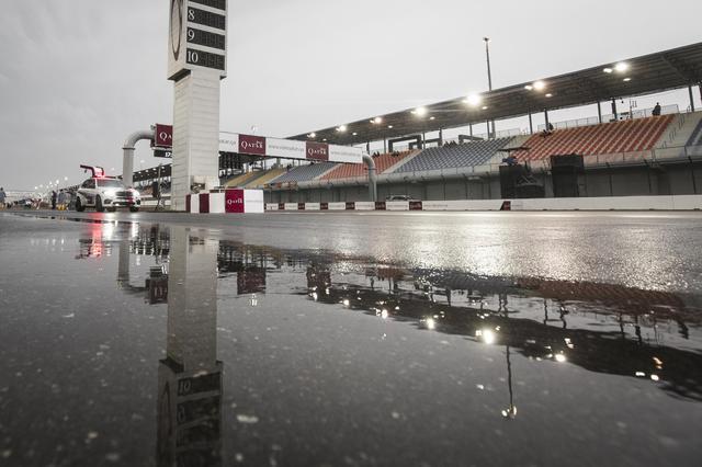 画像: 雨が降ると、照明付きのナイトレースは路面がギラついて、視界も悪く、走れないでしょうねぇ…