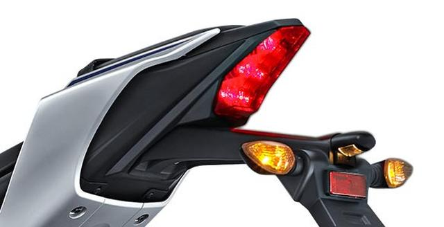 画像: テールランプはスポーツモデルらしいデザインにLEDを採用。