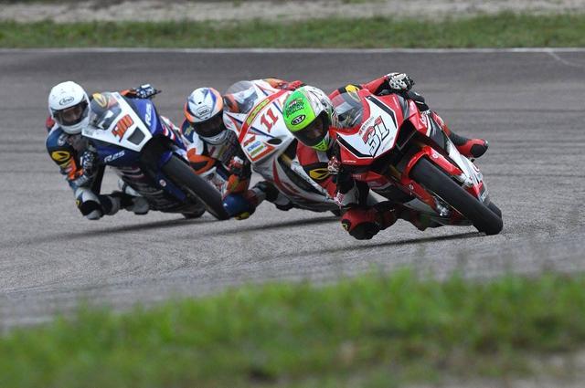画像: レース1、#31サリムを追う#11山本 CBRが1-2フィニッシュ!