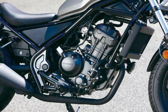 画像: 北米仕様ではレブル300であったが日本仕様はレブル250としてラインアップ。CBR250R系のDOHC単気筒エンジンを搭載する。