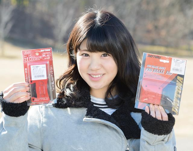 画像: 左が現在発売されている商品。パッケージも現在進行系で進化中。(モデル/梅本まどか)