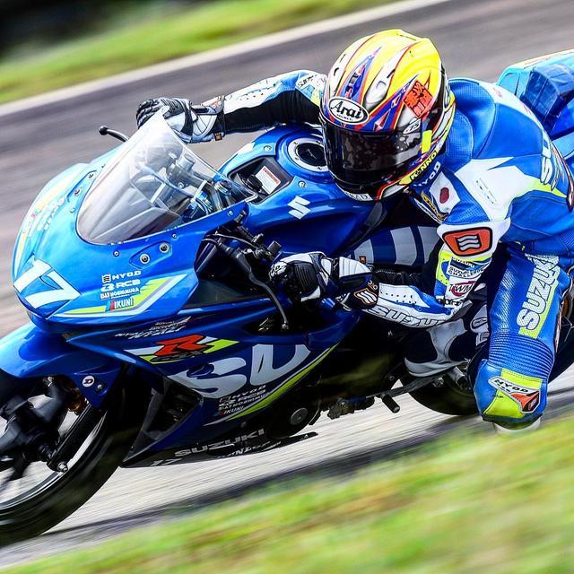 画像: これが藤田です ヘルメットは師匠・青木宣篤レプリカですね