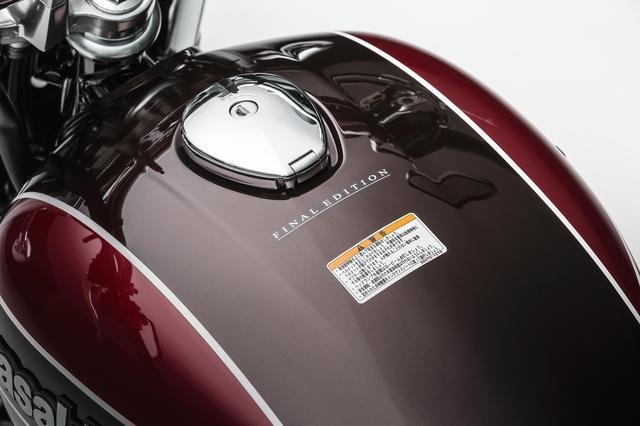 画像: 燃料タンクの上部には「FINAL EDITION」の水転写デカールを採用。タンクサイドの「Kawasaki」エンブレムも専用品だ。