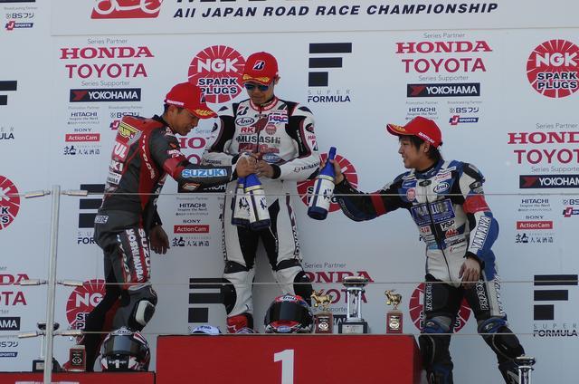 画像: 中須賀のいない表彰台はいつ以来でしょうか… この数シーズン、見なかった気がします