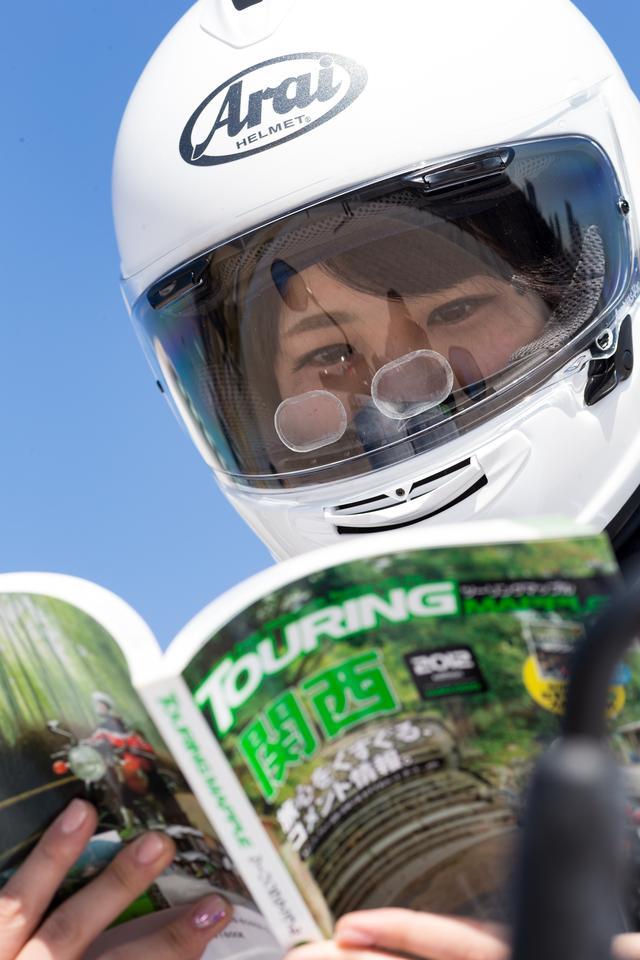 画像1: ヘルメットのシールドに貼るだけ!