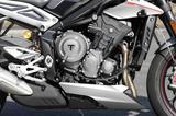 画像: 今回から完全新設計された765ccの3気筒エンジンを搭載。最もスポーティなRS用エンジンは 最高出力が123 PSと16%もパワーが向上。新設計のスリップアシストクラッチも装着された。
