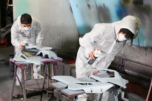 画像: 仕上がりはさておき、周囲に迷惑をかけずスプレー塗装できます!