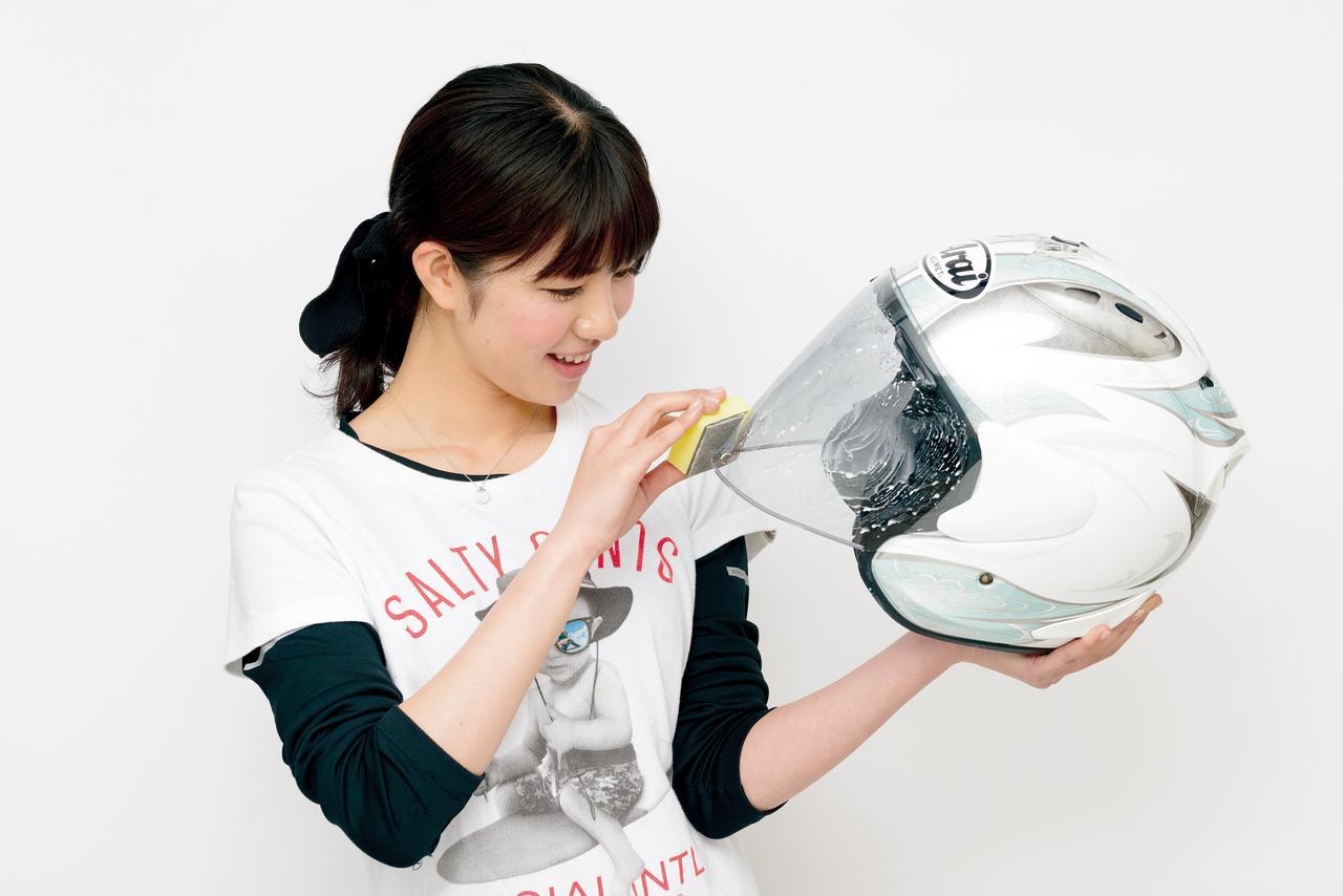 画像: 試用したのは1800円の『シールドコートZERO施工キット小』で、シールドコートZERO8g、シールドクリーナー10g、研磨スポンジ、塗布スポンジがセットになっている。