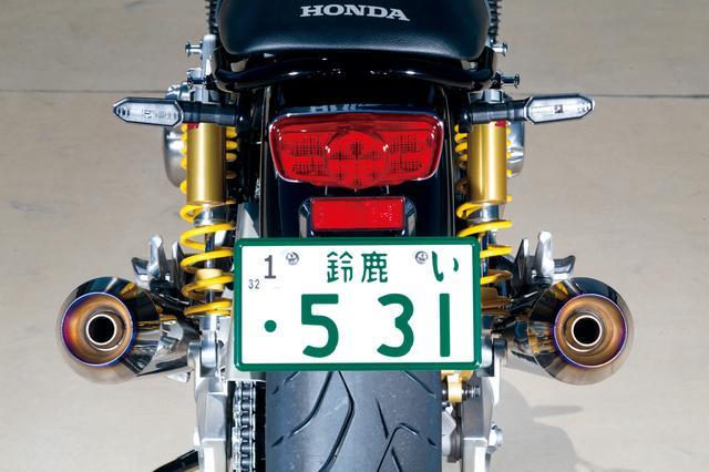 画像: 車体にピタリと沿わせたフォルムは高い製作技術があってこそ。JMCAが認定した政府認証品なので車検対応。オイル交換、オイルフィルター交換もOKで、センタースタンドもそのまま使える。