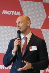 画像: テクノイル・ジャバン株式会社 グレゴア・ゾーグ代表取締役兼CEO 調印の挨拶