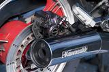 画像: Kawasakiのプレートが貼られたマフラー。なお1984年登場のGPz400F-Ⅱは、差別化を図ってかクロームメッキ仕上げのエキゾーストパイプとマフラーが採用されていた。
