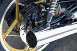 画像: マフラーエンドのデザインは当時のスズキ4ストロークの特徴的意匠。なおリアブレーキはディスク式だが、GSX400FSインパルスではドラム式に交換されていた。