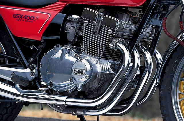 画像: 当時スズキは、550㏄以上の排気量のモデルの4気筒化を進めていたが、国内市場の要求に応えるかたちでGSX400F用の4気筒DOHC4バルブエンジンを開発した。
