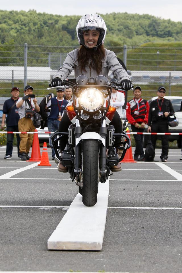 画像: 一本橋チャレンジは先着100名が参加できる人気コーナー。亀谷長純さん、中野真矢さん、延時成美さん、下川原利紗さんが参加し、実況スタイルで進行。参加者と見学者が一体となって、毎回、大盛り上がり!
