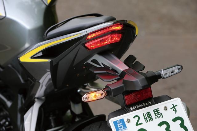 画像: テールランプはライトガイド構造によるライン発光で、ストップランプはリフレクターによる視認性重視のデザイン。