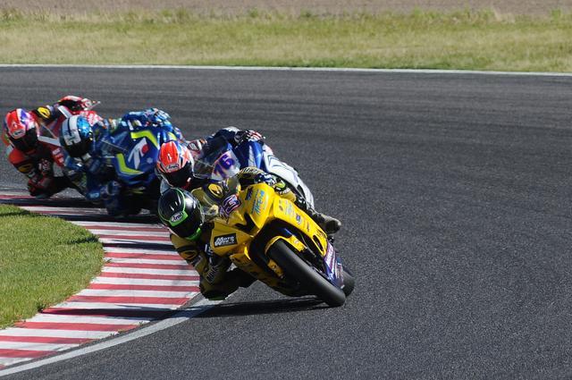 画像: ラストラップ! ウエスト、伊藤、加賀山、羽田がこの差のトップ争いです! まさにベテランvs若手