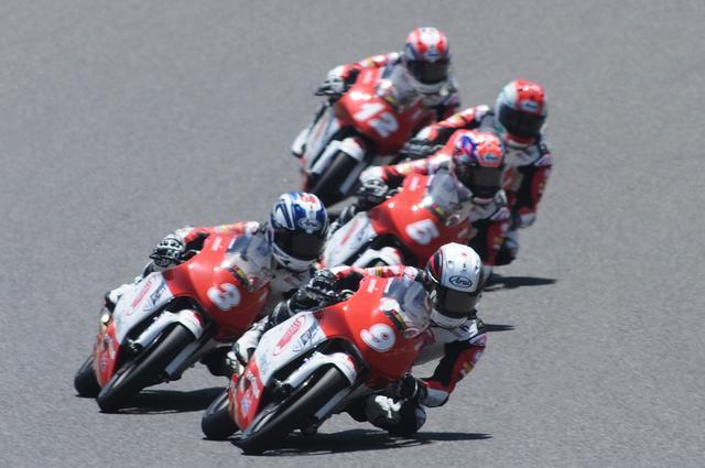 画像: トップグループのメンバーが増え、減り、そしてこの5人が残ります