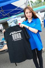 画像: 限定100着で販売されたYZF-Rオリジナル記念Tシャツ(3,000円)。Rシリーズのシルエットが並ぶ希少なデザインで、午前中には売り切れる人気ぶり!