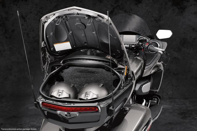 画像11: 電子制御スロットルや、駐車時の微調整に使えるモーターも装備!