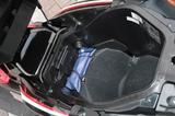 画像: シート下には容量21Lのラゲッジスペース。フルフェイスヘルメット1個を収納でき、ラゲッジライトとアクセサリーソケットも設けられている。