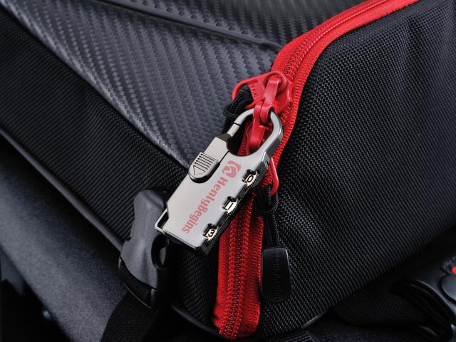 画像: ファスナーはYKK製。別売りのダイヤルロックを使用すれば、安心感も向上。