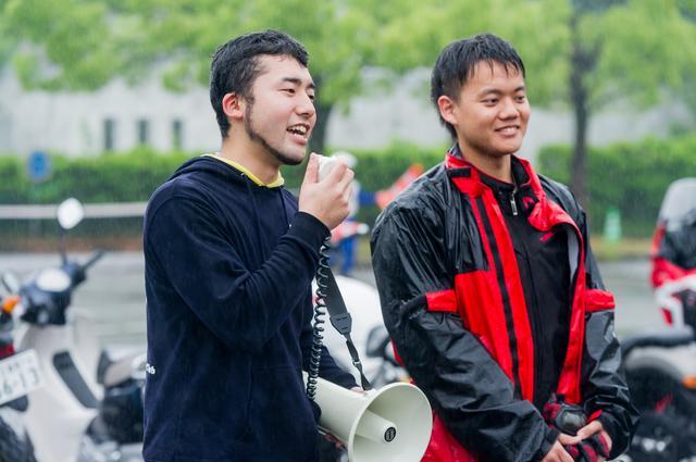 画像: 中央大学二輪愛好会、会長の福島さん(左)と、広報の正田さん。日々の学業に加え、ホンダモーターサイクルジャパンや大学との打ち合わせやSNSでの情報拡散など、開催に向けて尽力した。