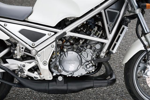 画像: エンジンは初期型TZR250、いわゆる1KTに搭載されていたものがベース。吸気系にYEISを採用するとともに、キャブレターの口径をΦ28mmからΦ26mmにダウン。ミッションレシオや点火時期も変更。写真の初期型は最高出力45PS。