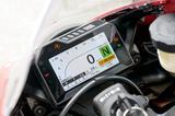 画像: 軽量かつ視認性に優れる、自動調光式のフルカラーTFT液晶式メーターを採用。「2190万円のRC213V-Sと同じようなメーターが付いているのは、オーナーには嬉しい点ですね」